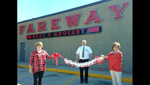 """Boone-based Fareway Stores Inc. recently announced a $200,000 donation to the Iowa Chamber of Commerce Executives. As members of the ICCE, the Jefferson Area Chamber of Commerce applied for and received a total of $3,000 in $50 gift cards: $2,000 last month and $1,000 last week. That was the maximum amount any chamber could receive. """"Local chambers have the pulse in each community and how best to serve its small business members during this time of need,"""" Fareway CEO Reynolds W. Cramer said. """"We hope this r"""